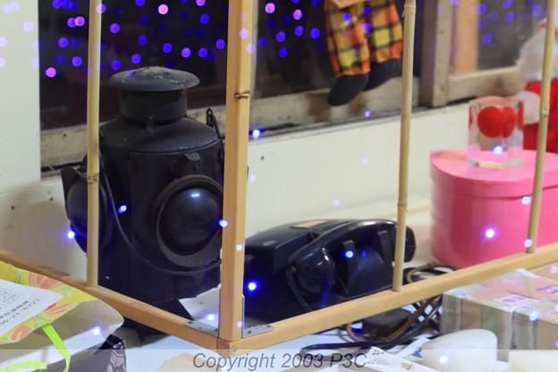 Photos: カンテラと黒電話
