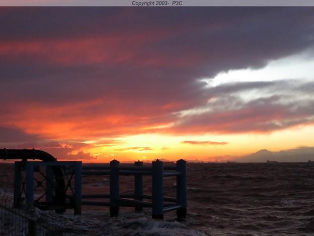 雨雲と夕日の融合