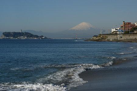 早朝の稲村ヶ崎、富士山を拝む。(12/3)