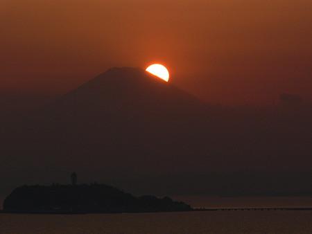 富士山頂に沈む日輪0406ta