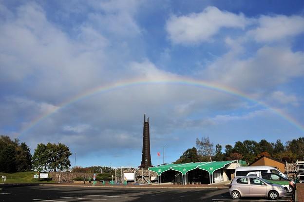 写真: 虹の架け橋北の塔