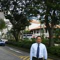 Photos: 2008_1212_150227-ラッフルズホテルの前で