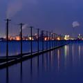 海中電柱と工場夜景
