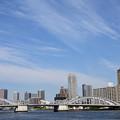 写真: 勝鬨橋と雲