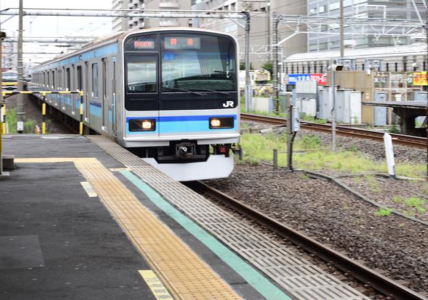 写真: 黄色じゃなくて青い電車が