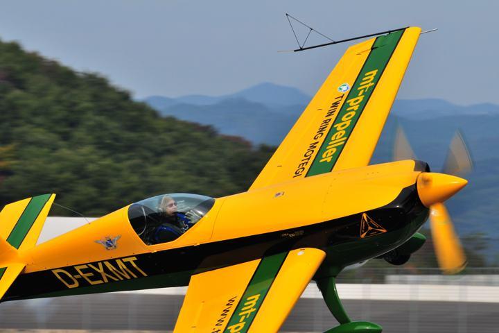 マーティン・アルブレヒトさん・・・手は振れども・・・安全飛行第一