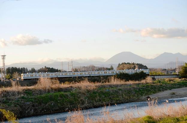 Photos: 男体山を背に姿川沿いを行く東武8000系