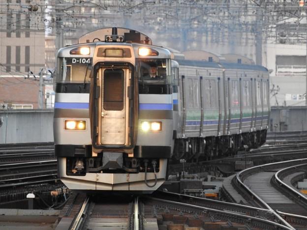 快速ニセコライナー 夕陽の札幌4番入線!