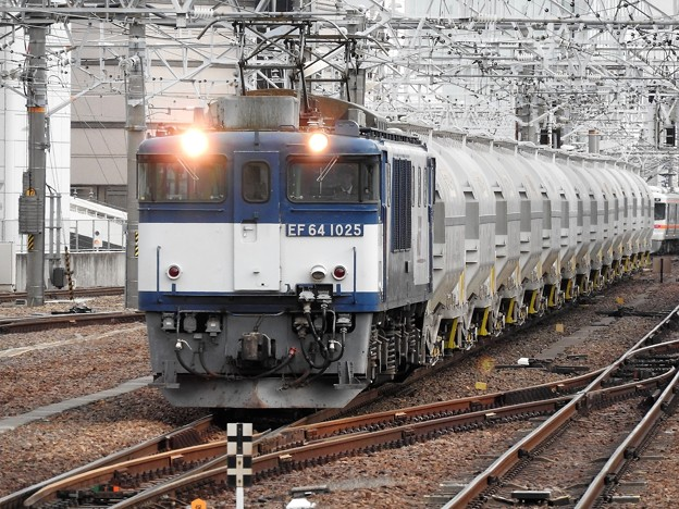 EF64 1025+白ホキ5747レ名古屋通過