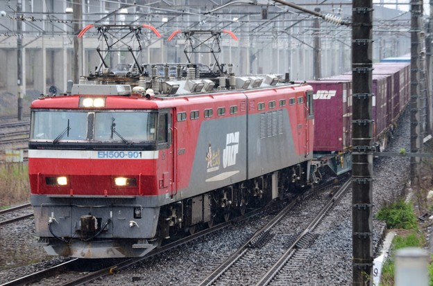 金太郎クマイチ牽引7066レ雨の宇都宮貨物(タ)入線