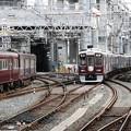 写真: 阪急淡路駅平面交差2