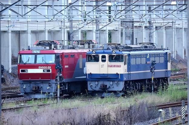 EF65 2070とEH500-59の並び