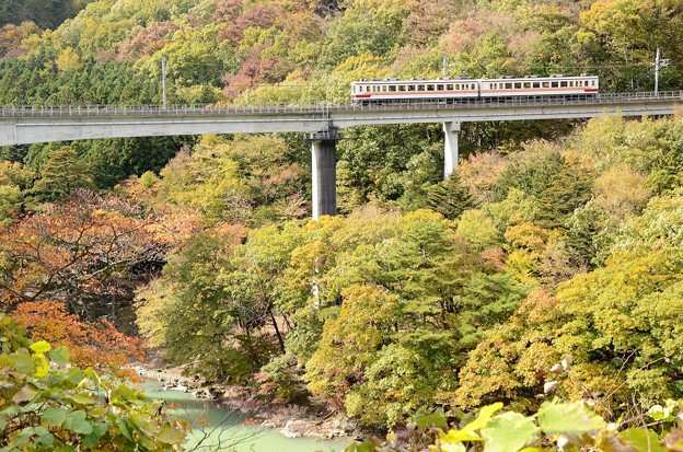 秋色の野岩鉄道線 東武6050系
