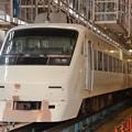 Photos: 白い東武200系 塗装変更中