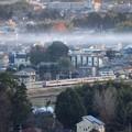 煙たなびく冬の夕暮れ時 東武新鹿沼付近を行く6050系