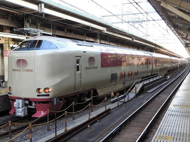 遅れのサンライズ回送東京8番発車