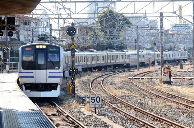E217系快速成田空港行き成田3番入線
