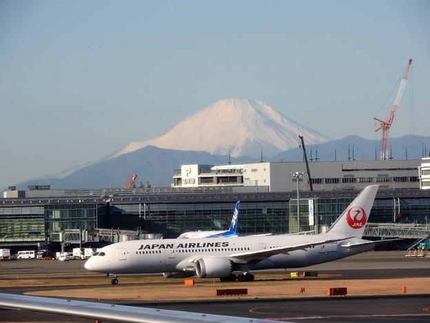 羽田空港から望む富士山(2)