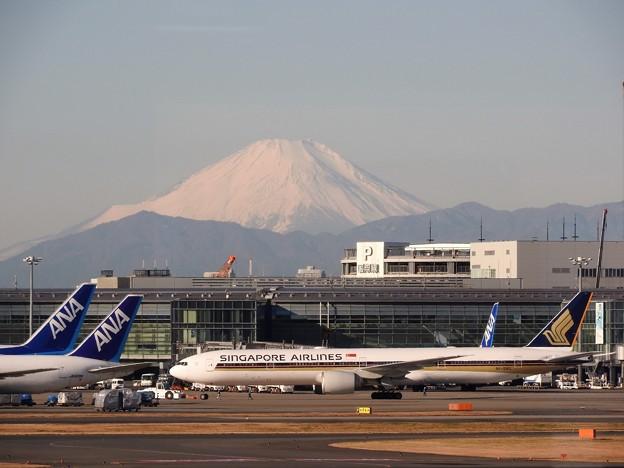 羽田空港から望む富士山(3)