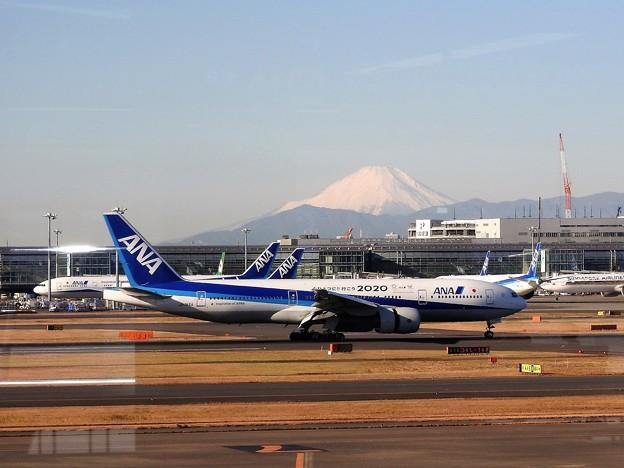 羽田空港から望む富士山(4)