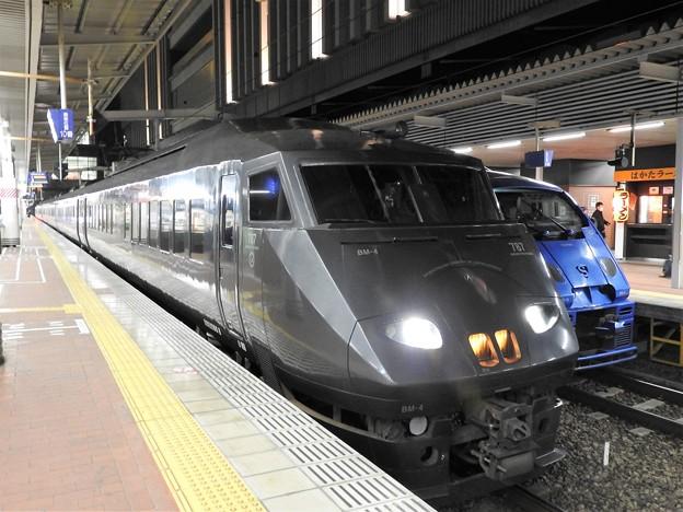 夜の博多駅787系・883系&駅ラーメン