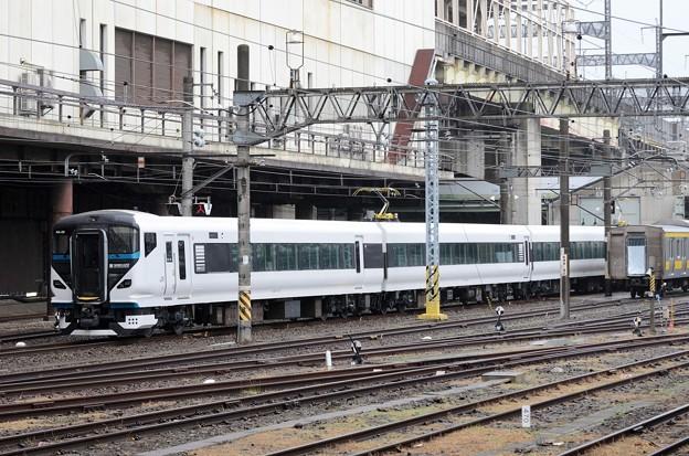 E257系2000番台塗装未完成NAー09編成