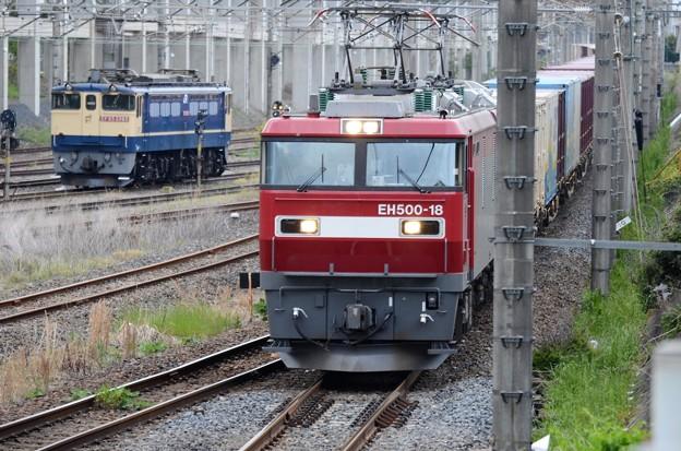 Photos: EH500-18号機牽引4088レ宇都宮貨物(タ)通過 お見送りはEF65 2065号機