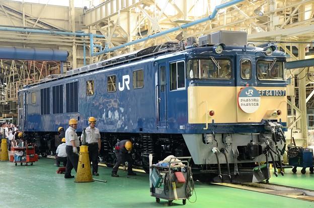 EF64 1037国鉄色台車載せ完了♪
