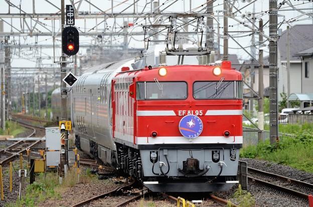 EF81 95号機牽引カシオペア紀行号雀宮2番入線