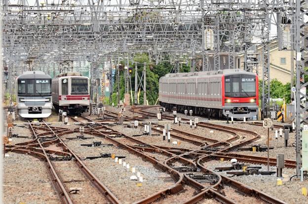 東京メトロ日比谷線直通車両並び