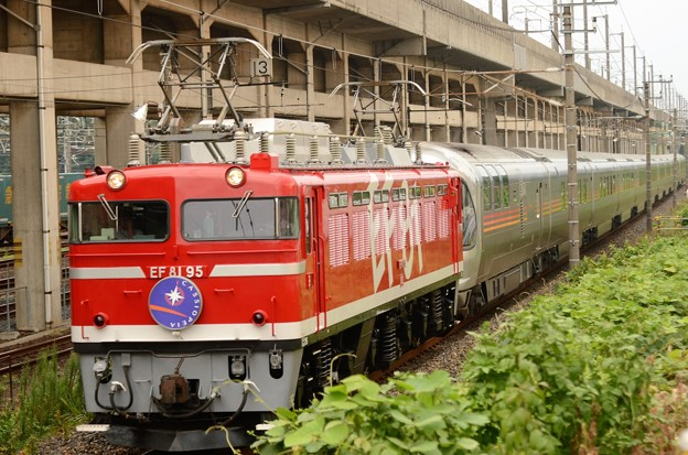 EF81 95号機牽引カシオペア紀行号宇都宮貨物(タ)通過