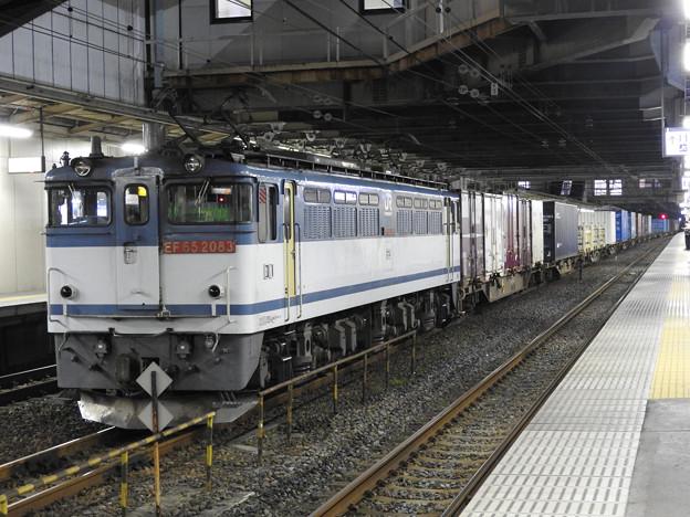 EF65 2083号機牽引4073レ小山11番停車