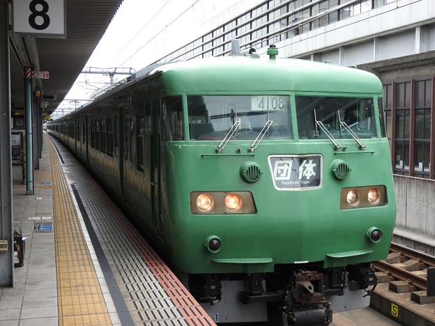 緑単色117系団臨