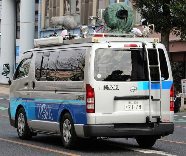 山陽放送 小型中継車(後部)