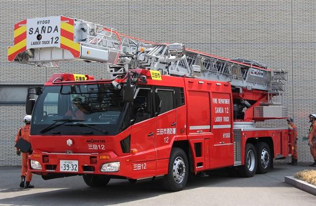 Photos: 兵庫県三田市消防本部 35m級先端屈折式梯子車(水路付)