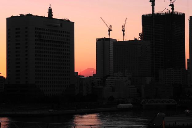 181029_34_富士山のシルエット・RX100M4(大さん橋) (4)
