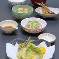 写真: 昨晩は、小アジ天麩羅、鯵と茎わかめと大根の和え物橙ポン酢、里芋のごま味噌煮、骨せんべい、根菜とお揚げの味噌汁、ご飯