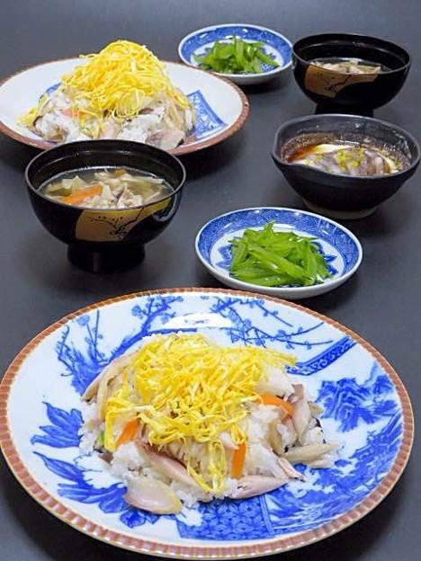 写真: 今晩は、焼き鯖寿司、生子とろろ加減酢ミカン柚子、茎わかめ、そば米汁