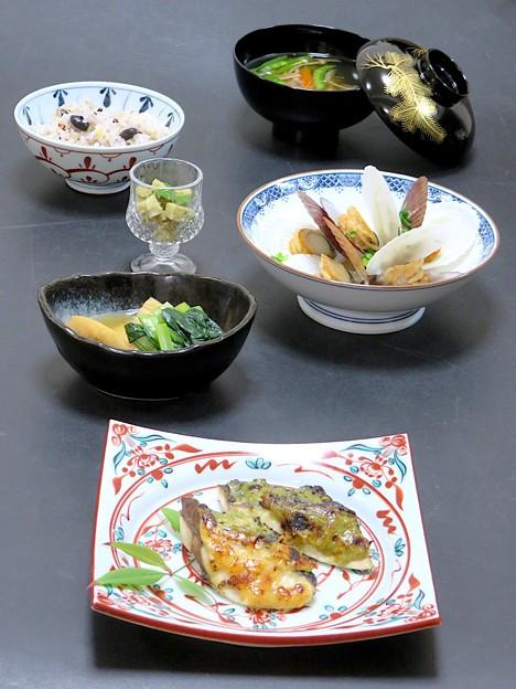 4月19日 今晩は、鰆の紅花吟醸焼き、小松菜の煮浸し、ホタテの酒蒸し、筍の木の芽和え、沢煮椀、雑穀ご飯