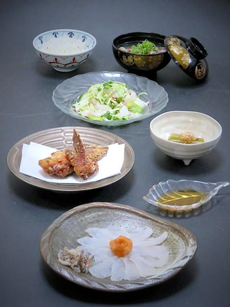 5月24日 今晩は、虎魚三昧 おこぜ薄造り、おこぜの皮の湯引き、おこぜのかまの唐揚げ、おこぜのサラダ、おこぜの味噌汁、蕗のお浸し、ハトムギご飯