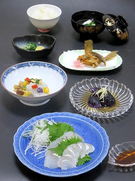 7月17日 今晩は、コチ三昧(薄造り、カルパッチョ風、ヒレ唐揚げ、吸い物)茄子の揚げ浸し 針生姜、水菜の漬物 すだち、ご飯