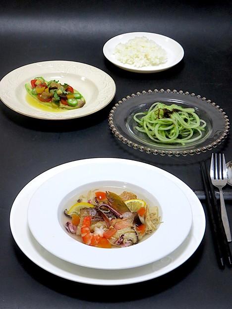 今晩は、アコウの海鮮スープ、白茄子のカルパッチョ風、キュウリのベジパスタ、ライス
