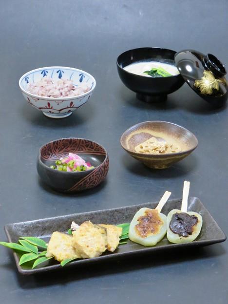 今晩は、秋鰆の吟醸焼き、手作りこんにゃく田楽味噌、きんぴら蓮根、紅大根の漬物、百鱈と百合根の豆乳スープ、黒米キヌアご飯