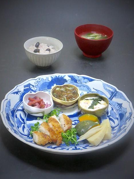 9月17日 今晩は、鶏のパリパリ焼き、芋茎の酢の物、もずくと胡瓜、 とろろ芋梅肉和え、南瓜の炊合せ、玉子汁、黒豆ご飯
