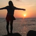 写真: 美浜の堤防から-女の子