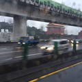 写真: バスで台北松山機場へ