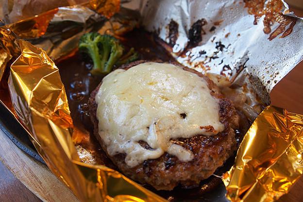 5種のチーズの包み焼きハンバーグ