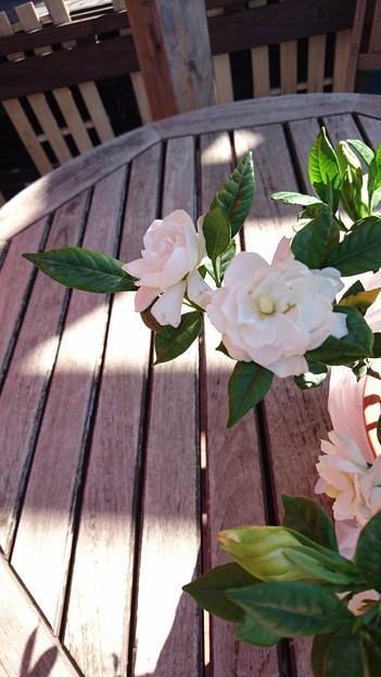 G先生にこれを。くちなしのお花です。