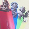 Photos: 記念に砂岩製インドの神々の栞をお買い上げ。ガネーシャ、プラジュナ...