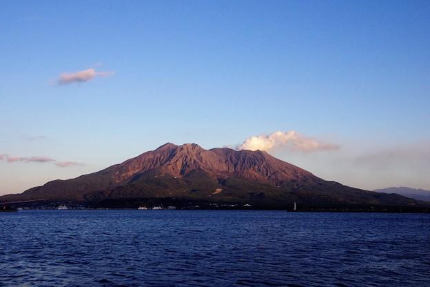夕陽を浴びた桜島